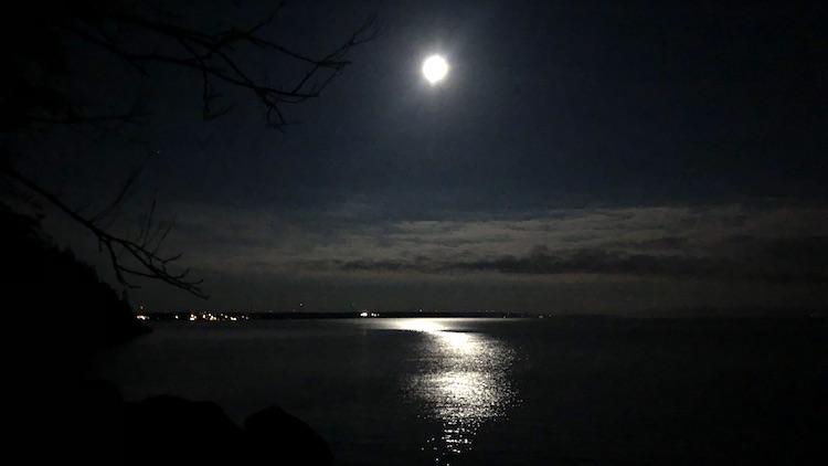 Moon above Vättern