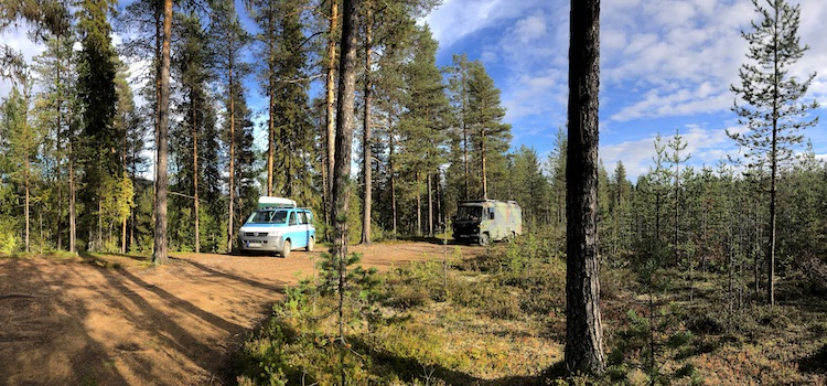 Vans parked in the forest near Satter